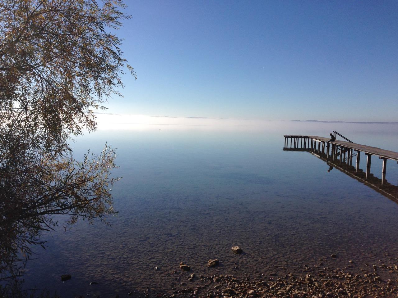 Am Strnberger See sitzen und die Ruhe geniesssen