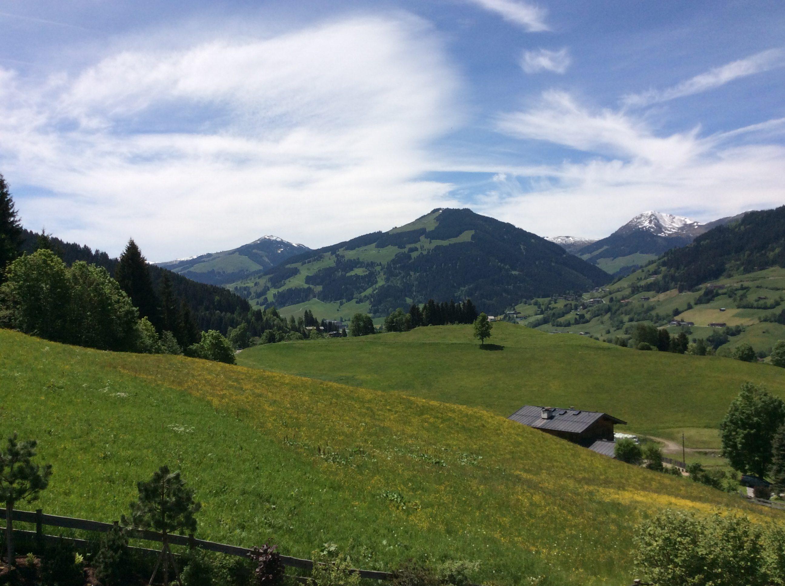Blick vom Anwesen in der Kochau/Aureach auf die Wagstätt, den Rettenstein und den Zweitausender