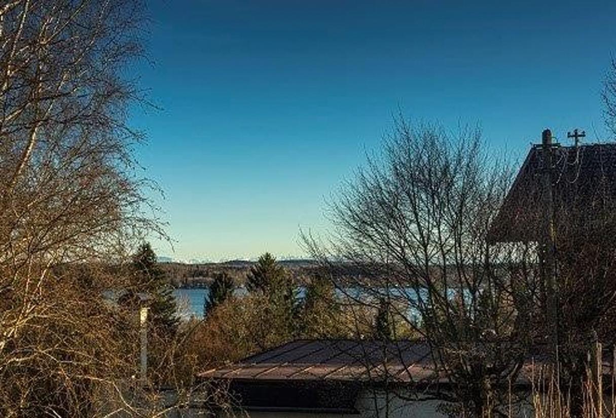 Blick über den Wörthsee, einer Perle des Fünf-Seen-Landes