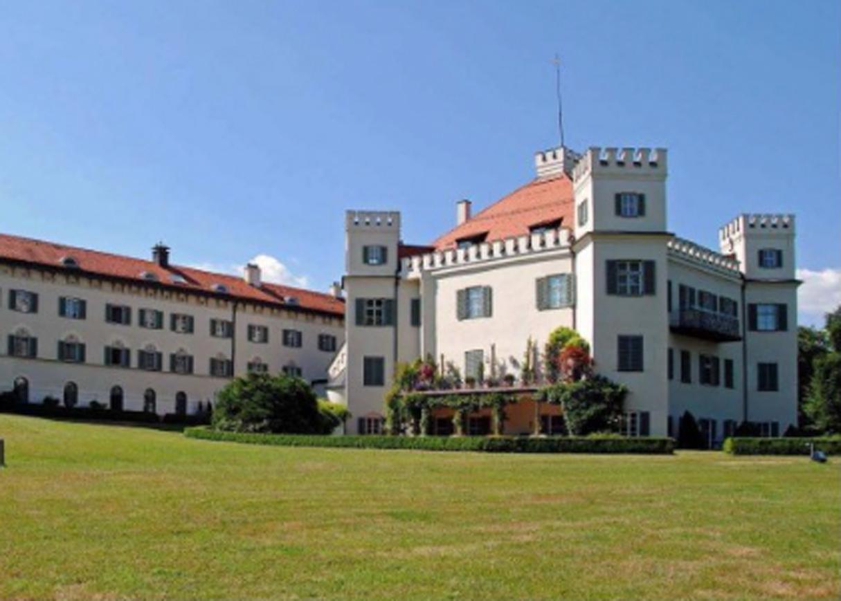 Stilgerechtes Wohnen im Schloß Possenhofen am Starnberger See