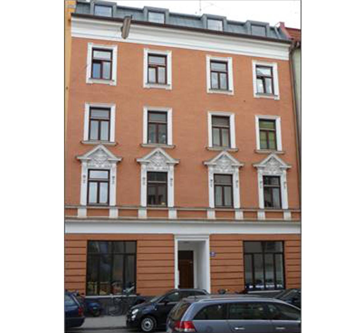 Wohn- und Geschäftshaus, denkmalgeschützt, in München