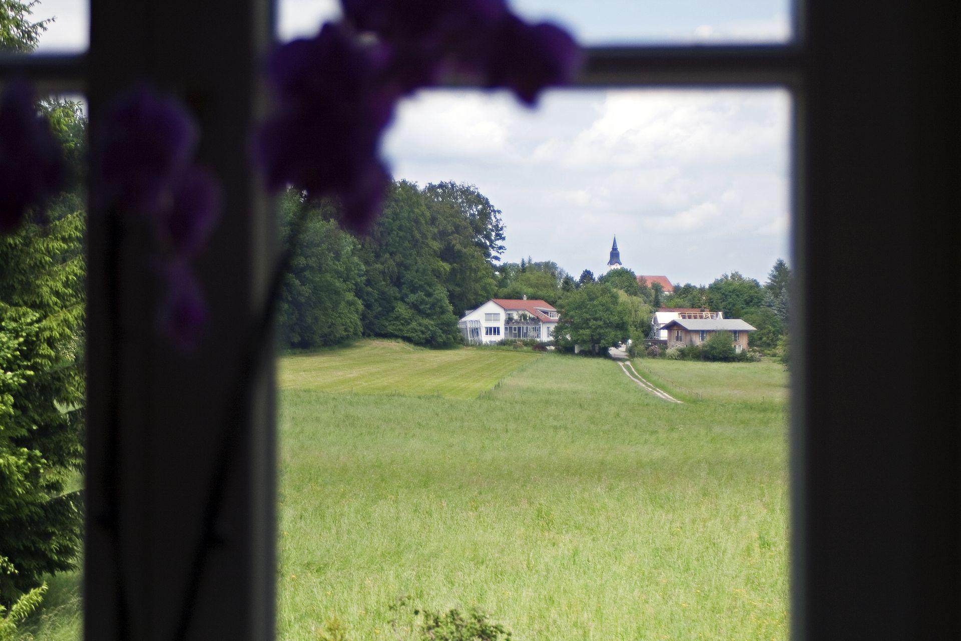 Blick über Naturschutzgebiet nach Aufkirchen